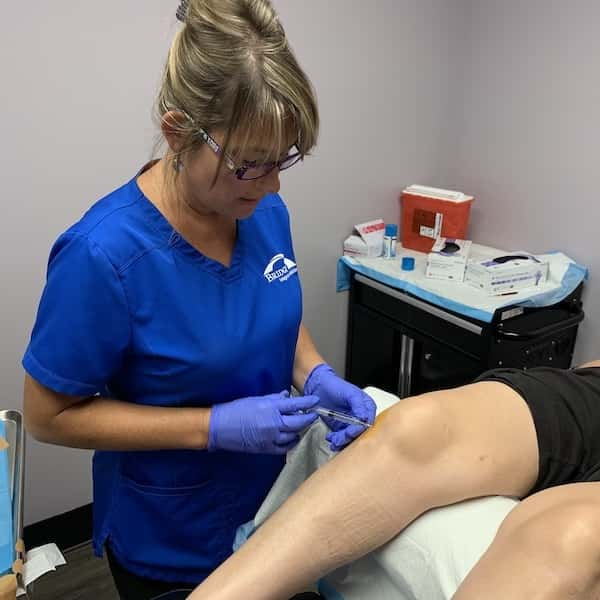 Kansas City nurse administering stem cell therapy, regenerative treatment